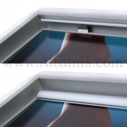 Vitrine d'affichage LED Poster. Profil de 15 mm en haut et bas