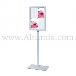 Freestanding indoor lockable showcase Slim