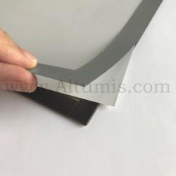 Cadre d'affichage magnétique vitrine de la marque Magnetis®. Encadrement magnétique sur les 4 côtés. Altumis