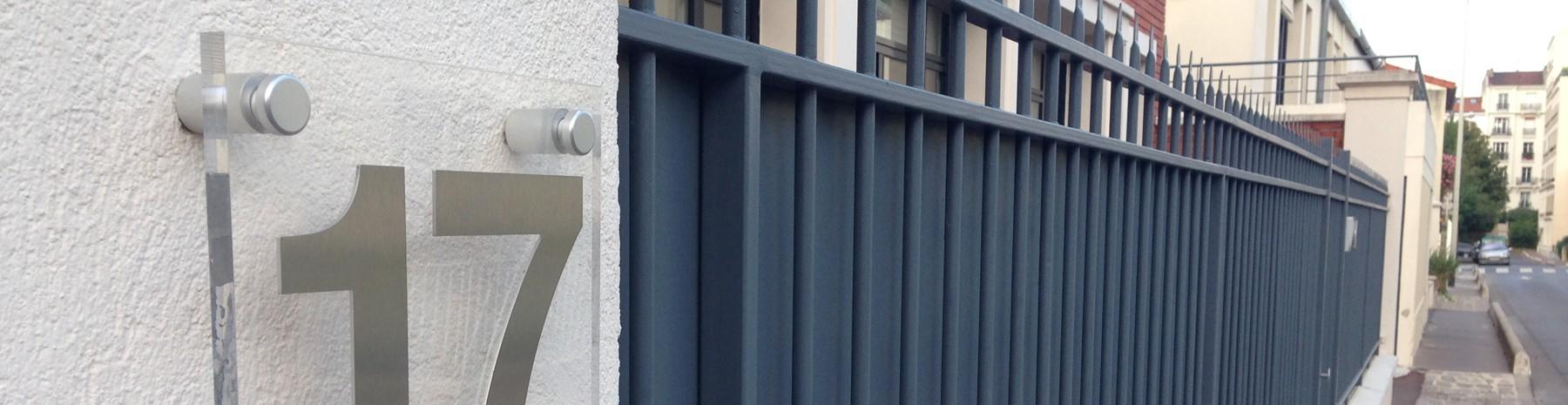 Fixation murale Inox poli miroir pour la signalétique