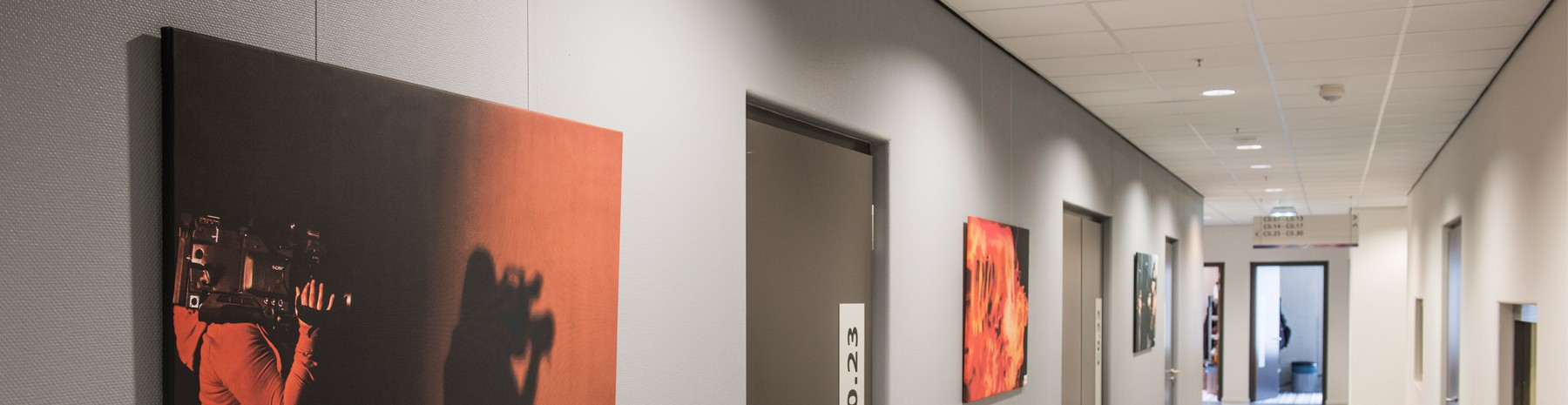 Cimaise clic rail, un système d'affichage invisible pour vos tableaux