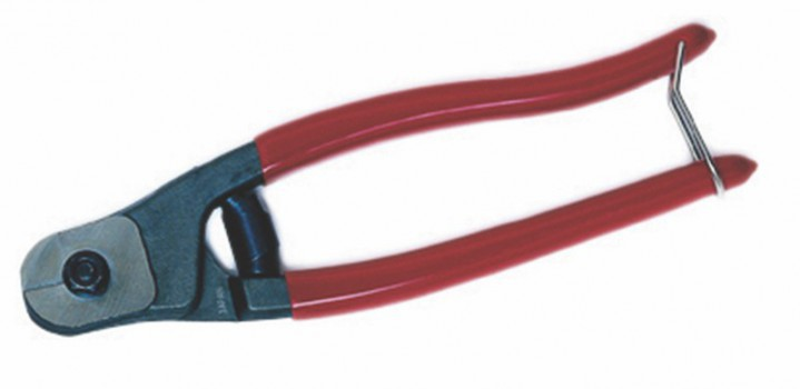 Altumis offers a complete range of accessories: twist clip, karabiner