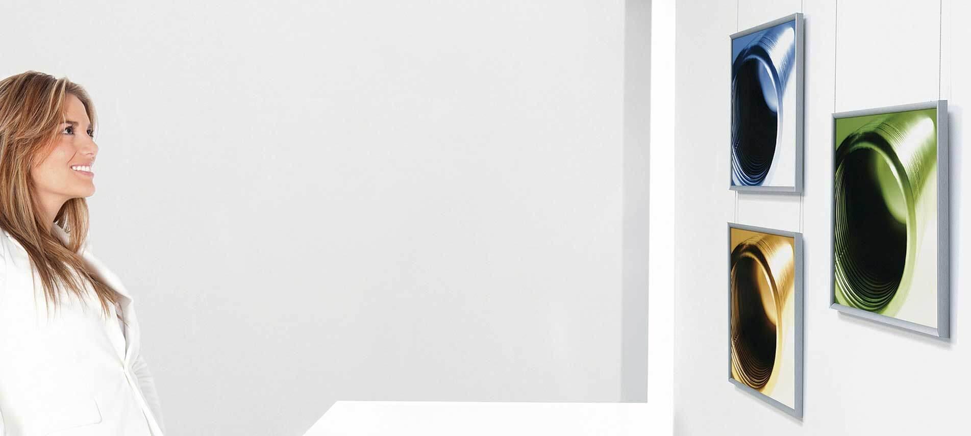 Des cimaises élégantes pour la suspension de votre décoration murale
